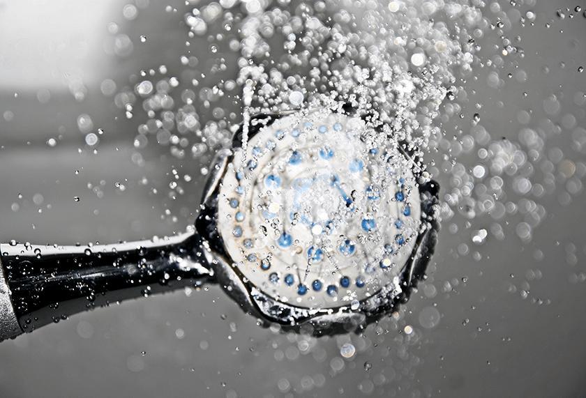 Doccia calda o fredda dopo la corsa, acqua