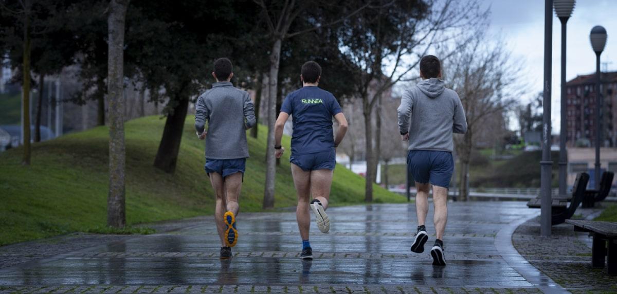 Coronavirus, il consiglio è rimanere a casa: così si divide il mondo della corsa, runners